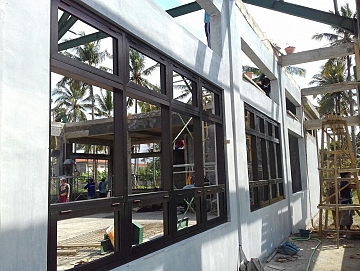 Pemasangan Kusen dan Jendela Alumunium di Proyek BLK Banyuwangi Jawa Timur