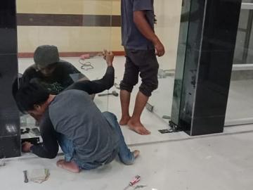Pekerjaan Pemasangan Pintu KACA TEMPERED